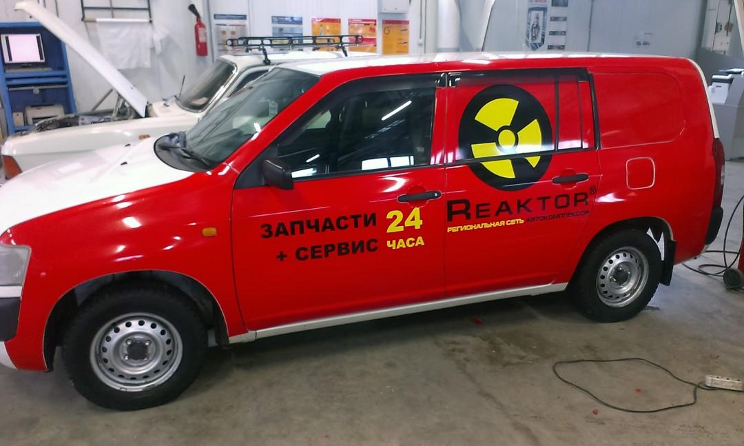 Реклама на коммерческом транспорте «Реактор»