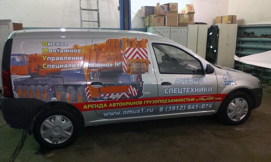 Реклама на фирменном автомобиле компании «Омус»